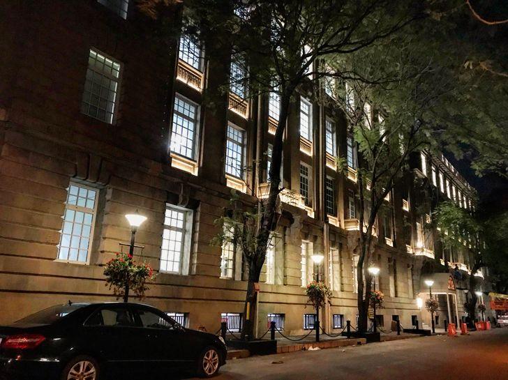 """night view facade Bombay House Somaya Kalappa Architects Indiaartndesign"""